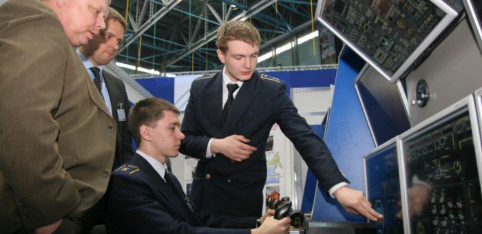 Новые подходы в подготовке кадров для авиационной отрасли России: профессионалы авиации на земле и в воздухе